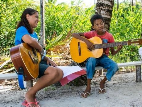 Ministério de ensino de música e instrumentos