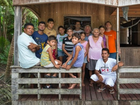 Família que mora próxima a Afuá