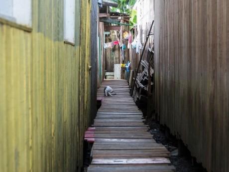 Passagem entre as casas de Afuá