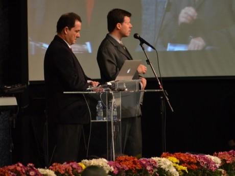 Elias Souza ora por Roberto Aylmer