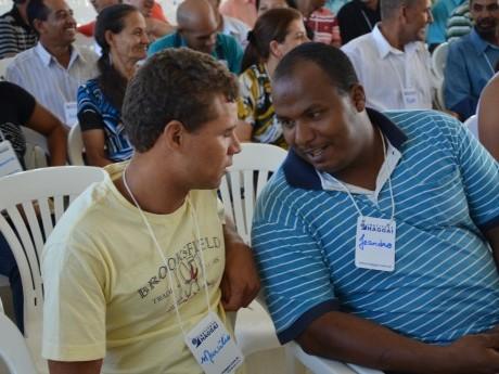 Compartilhar, em duplas, sobre como desenvolver outros líderes