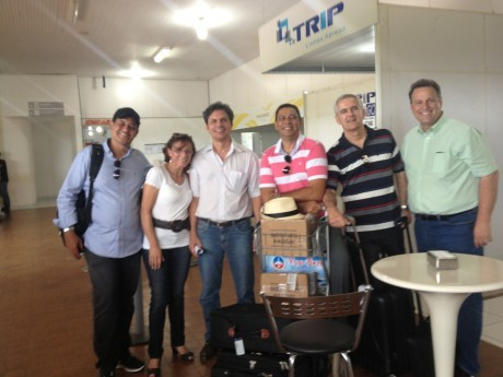 Indalécio e Eneide recebem a equipe no aeroporto de Ji-Paraná