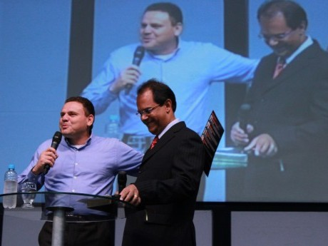 """SABADO: Uédson Vieira (Campinas, SP) traz a mensagem: """"Cristo, Aquele que é Tudo em Todos"""""""