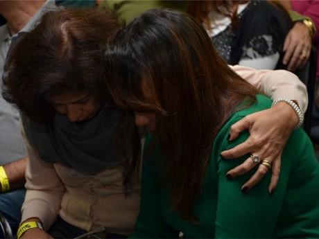 Sábado começa com momento de oração entre os participantes