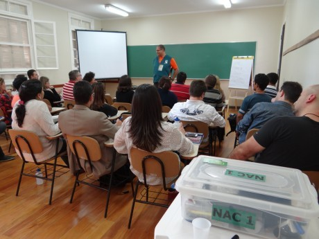 Monitor Roque dá orientações à turma NAC 1