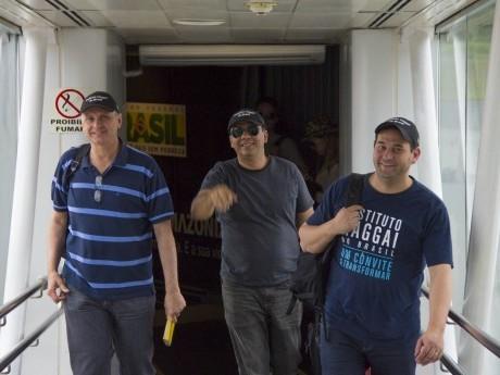 Luiz Américo, Aguinaldo Castanheira e Gênesis Fidelis desembarcando no aeroporto de Belém, PA