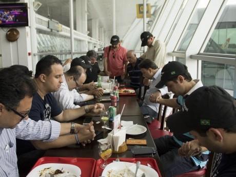 A equipe ora em almoço em Belém, PA. Daqui, alguns voam para Macapá e Cristo Rei, enquanto outros viajam para Moju.