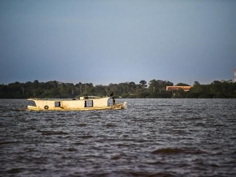 É comum presenciar outras embarcações durante o traslado.