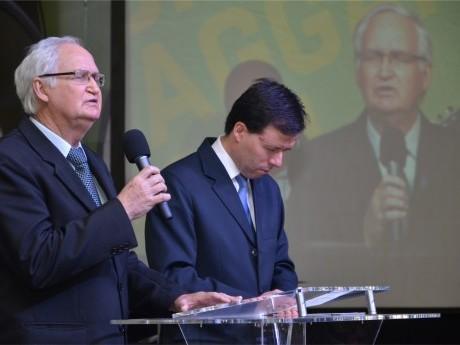 Paulo Solonca traz uma oração especial aos pastores