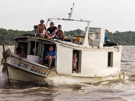 Os barcos são meio principal de transporte