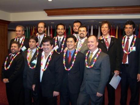 Grupo de brasileiros no treinamento em Maui