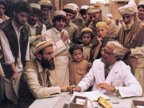 Graduado Internacional Dr. Anwar Ujager no Paquistão