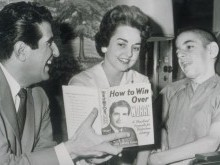 Dr. Haggai com esposa e filho Johnny