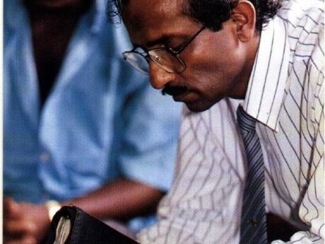 Graduado Internacional Pr. Susiri Liyanage no Sri Lanka