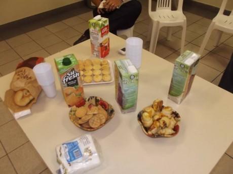 Mesa de snacks para os participantes