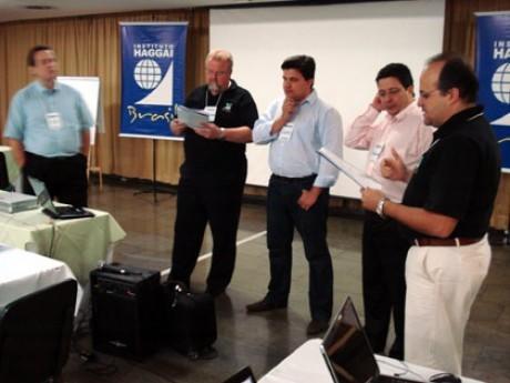 Relatório de debate em grupos sobre essência do Instituto Haggai,  relatores Cláudio (PR), Carlos Eduardo (SC), Adilson (ES) e Lívio (RJ)