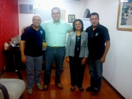 Ao lado de Adelécio e Jairo, Fernando Lino e Aparecida de Oliveira