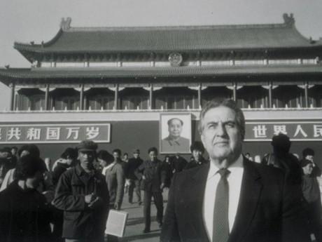 Primeira visita à China em Novembro de 1984