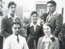 Pr. Waddy Abraham Haggai e esposa Mildred Steere. Atrás: John, Tom e Ted