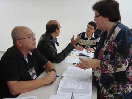 Zezina Bellan ensinando no Workshop de Docentes